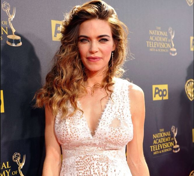 Amelia Heinle Net Worth, Salary, Income