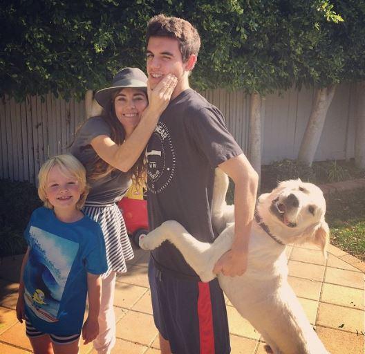 Amelia Heinle with her children