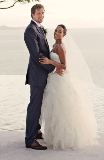 Jessica Olsson with her husband Dirk Nowitzki on wedding ceremony
