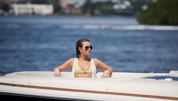 Juliette Porter enjoying vacations