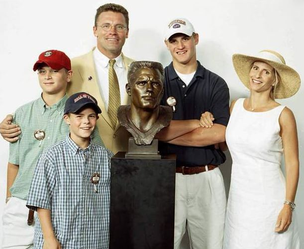 Family Picture of Diane with Howie Long and children