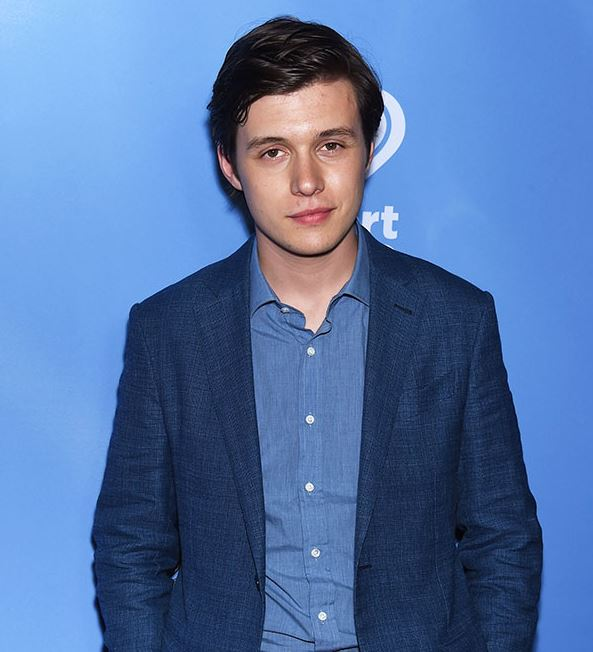 Nick Robinson is not dating anyone