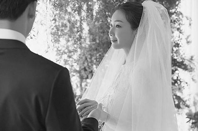Choi Ji Woo with her husband