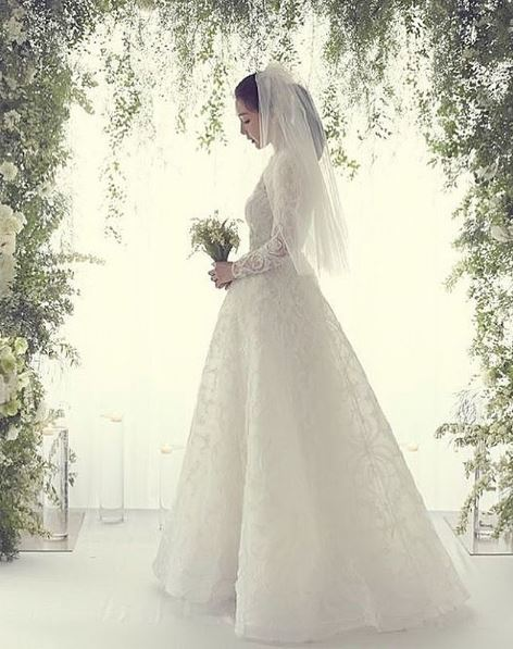 Choi Ji Woos bridal dress by Mohammed Ashi
