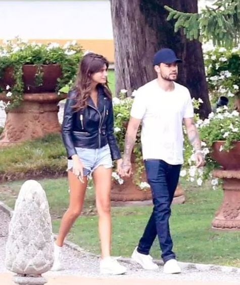 Liam and Cairo spotted holding hands