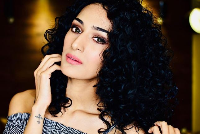 Erica Fernandes Dating, Boyfriend, Married