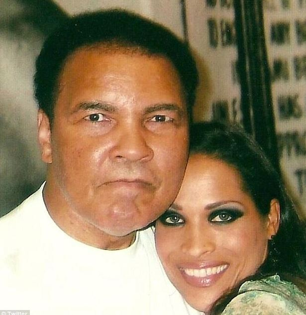 Rasheda with her father, Muhamad Ali