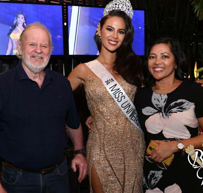 Catriona Gray with her parents