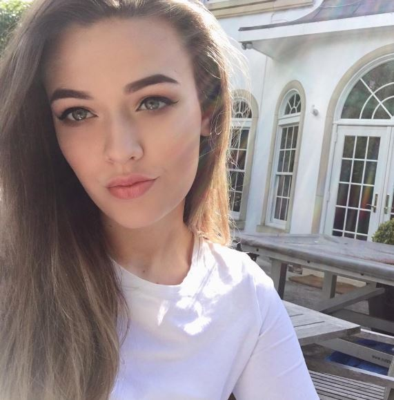 Félicité Tomlinson Net Worth, Salary, Income