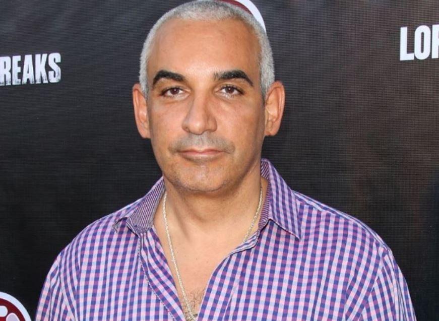 The 52-year old son of father (?) and mother(?) Alki David in 2020 photo. Alki David earned a million dollar salary - leaving the net worth at million in 2020