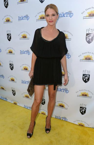Nicki Aycox Height Weight Size