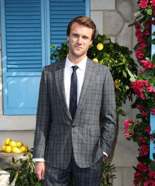 Hugh Skinner Actor, Net Worth