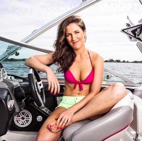 Sandra Gal Career, Income, Salary