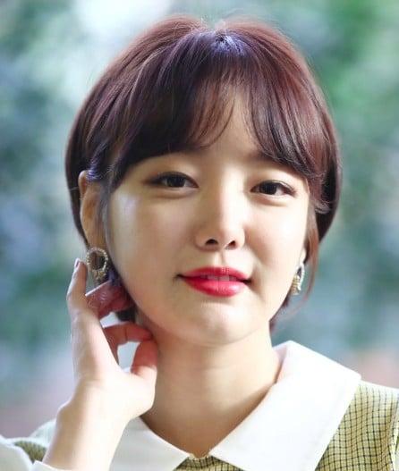 Moon Ji-In Career, Income, Salary