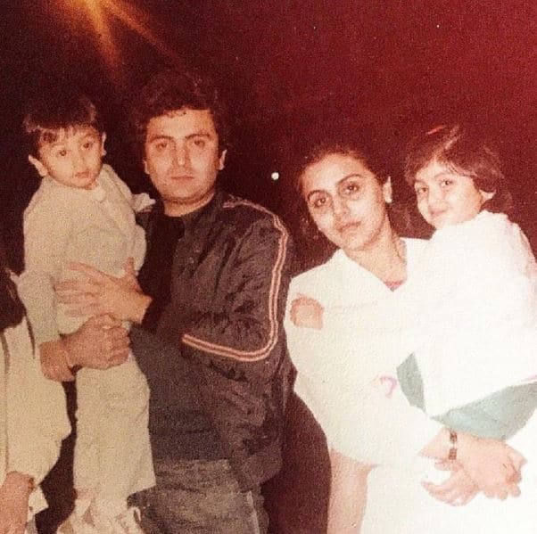 Old photo of Rishi Kapoor with his wife Neetu, and kids