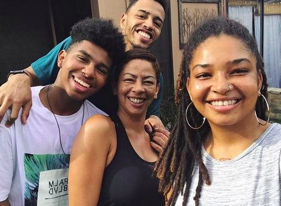 Wanda Hutchins Family, Parents, Siblings