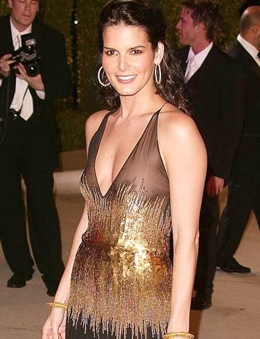 Angie Harmon Height, Weight, Body Measurement