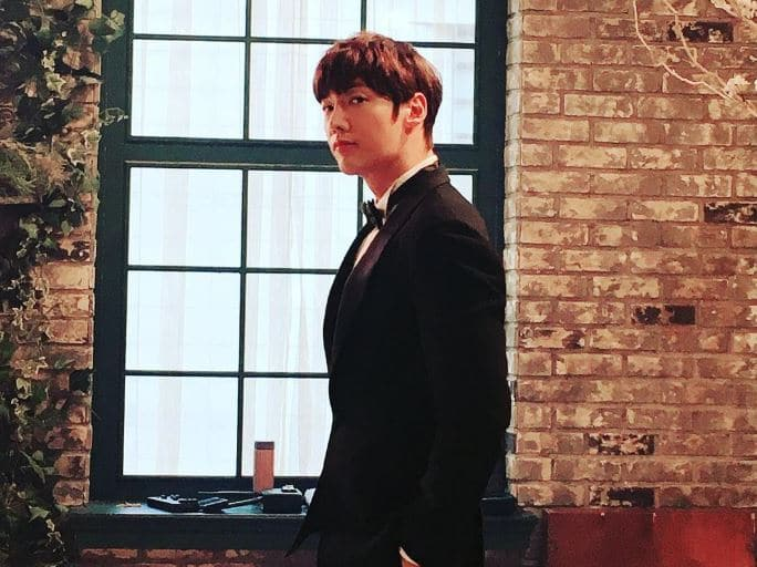 Choi Jin- Hyuk Dating, Girlfriend, Wife, Series