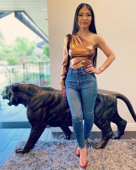 Jennie Nguyen Net Worth, Salary, Income